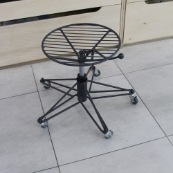 Adjustable height stool 360